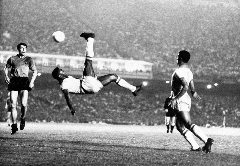 pele-bicycle-kick-1443839452-800