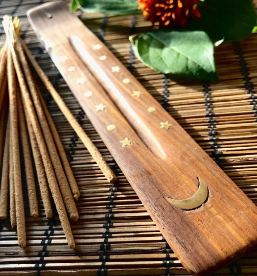 everything_soulful_sandalwood_incense_holder